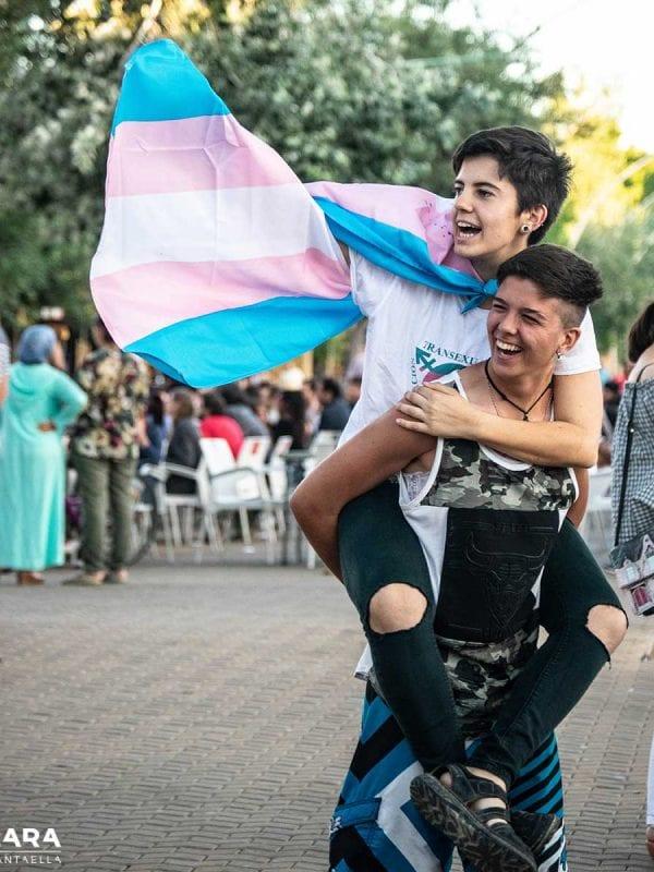 Samuel y Kain, dos chicos trans en el Orgullo Trans de Sevilla
